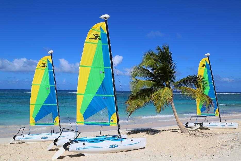 bigstock-hobie-cat-catamaran-ready-for-81696614_935